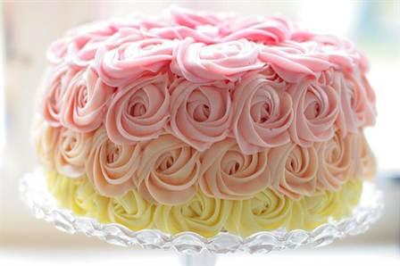 торт со съедобными розами из крема 1
