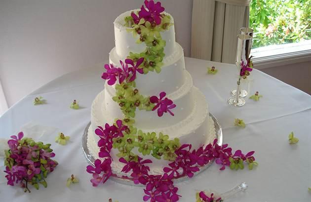 свадебные торты украшенные цветами 1