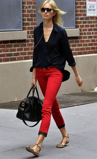krasnye-jeansy-skinni-foto-1