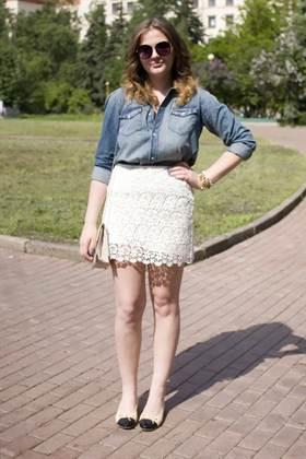 white-lace-zara-skirt-cream-chanel-flats_400