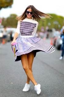 платье-клеш и кеды