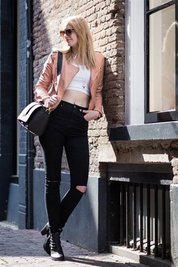 jacket-cropped-top-skinny-jeans-ankle-boots-crossbody-bag-original-2548
