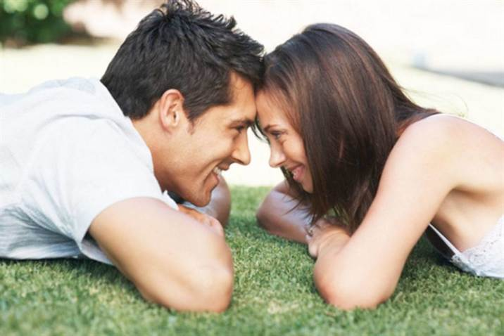 5_couple_looking_at_each_other_in_park
