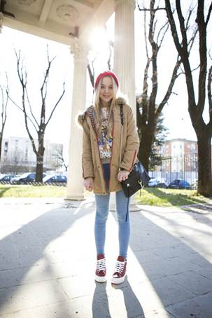 cablook-fashion-blog-darya-kamalova-street-fashion-sneakers-asos-sheinside-coat-parka-rebecca-minkoff-mac-bag-red-oversized-beanie-animal