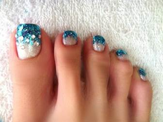 embedded_glitter_french_pedicure