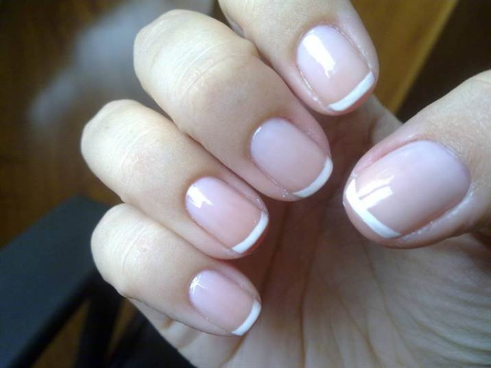 how-to-do-a-french-manicure-on-short-nails-with-tape